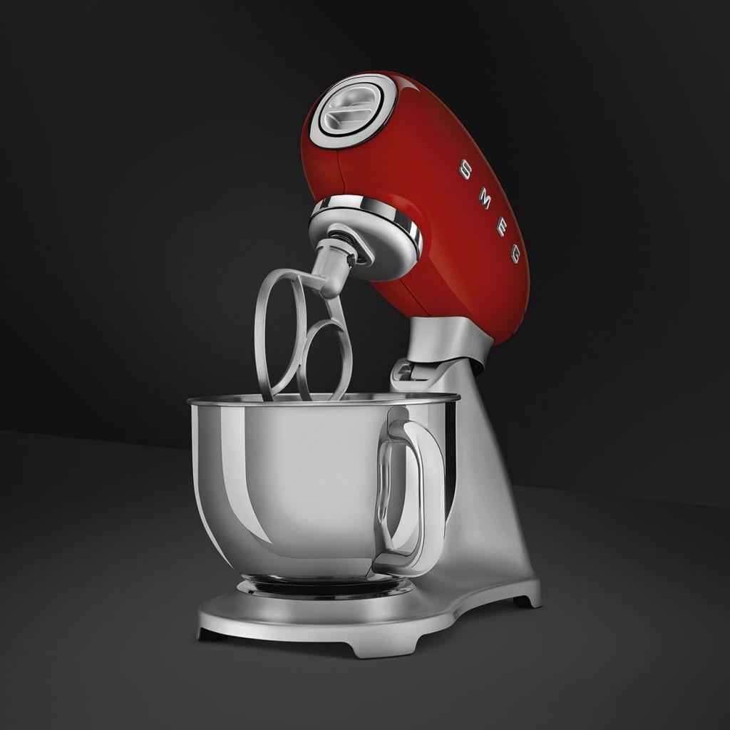 Robot sur socle Années 50 Rouge - SMEG Réf. SMF02RDEU